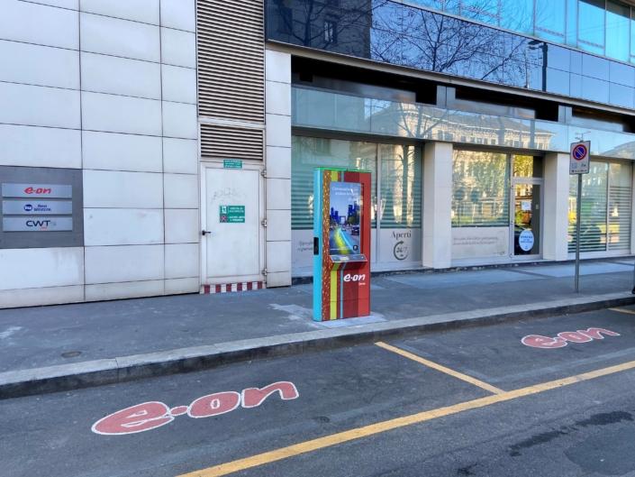 Stazione di ricarica auto elettriche E-on - Milano